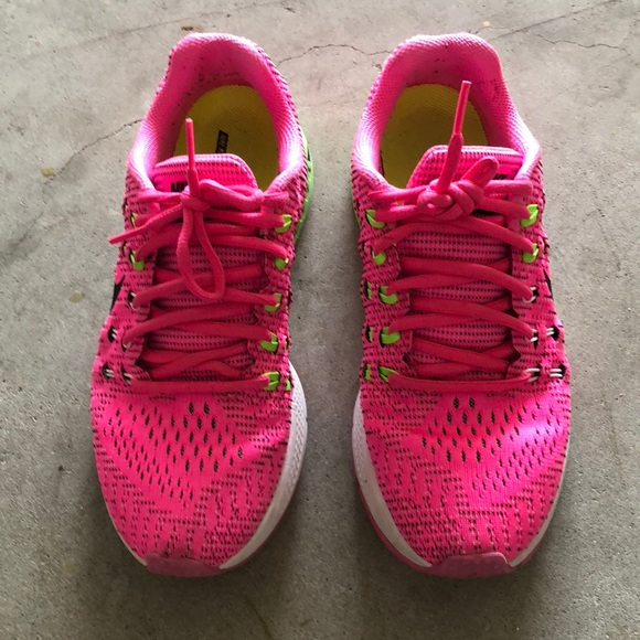 hot sale online 4d736 bc21f Hot Pink Nike Air Zoom Structure 19